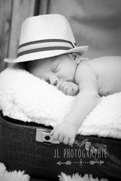 photographe-nouveau-ne-oise-photographe-nouveau-ne-compiegne-photographe-bebe-oise-photographe-bebe-compiegne-seance-photo-bebe-compiegne-photographe-studio-oise-photographe-studio-compiegne-52-e1493728578625